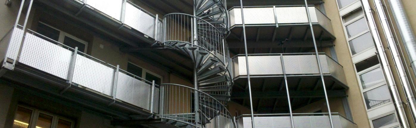 Balkone und Wendeltreppe aus Edelstahl